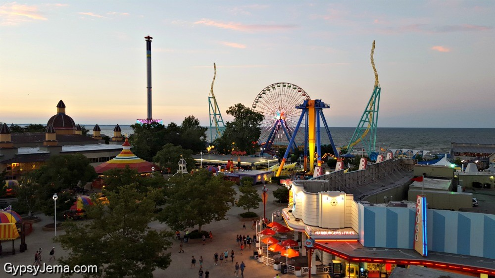 Oct 11, · CEDAR POINT - Season - Free and Discount Tickets, Bus Charters, Hotels, Videos, News, Contests, Jobs Year Round Master Thread + 33 Deal Score.